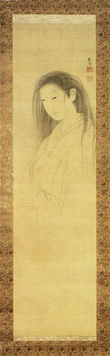 """Maruyama Ōkyos Rollbild """"Der Geist von O-Yuki"""", ein zartes Tuschebild, zeigt eine lächelnde junge Frau mit offenen, zerzausten Haaren, ihr Oberkörper in einem weißen Kimono zart angedeutet."""
