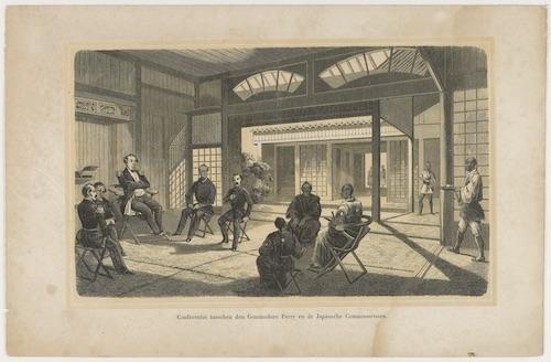 In einem äußerst repräsentativen Tatami-Raum sitzen auf Stühlen Commodore Perry und vier weitere Vertreter westlicher Nationen drei japanischen Beamten gegenüber.