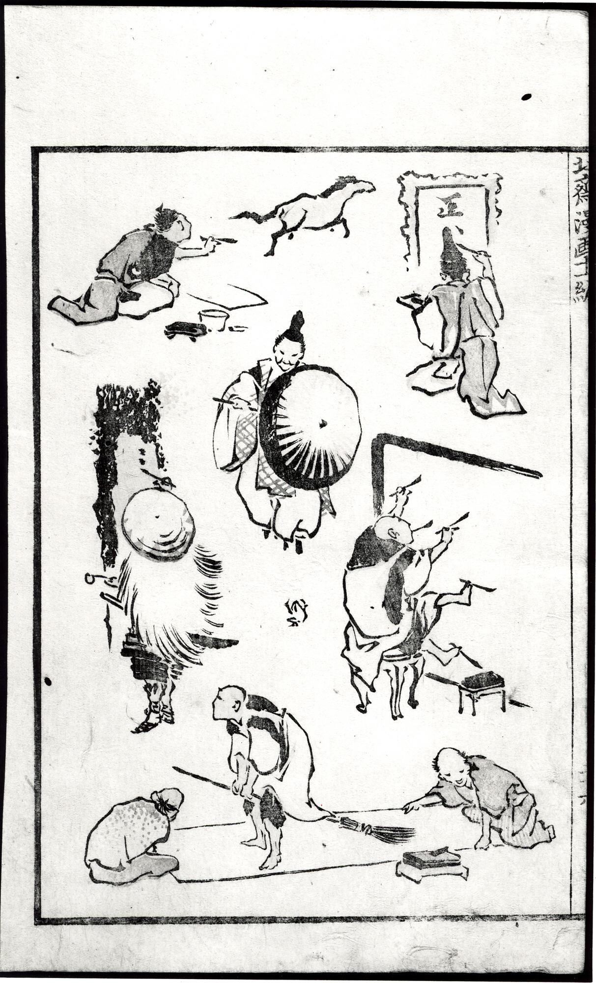 Eine Seite aus den Hokusai Manga: insgesamt 8 Figuren, die alle Leinwände bearbeiten: einer schaut auf seine Vorlage, ein Pferd im Galopp; ein anderer pinselt Schriftzeichen; einer hält vor einer großen Leinwand in jeder Hand und in jedem Fuß einen Pinsel; zwei halten eine Papierrolle auf dem Boden, während ein dritter mit einem Besen über das Papier läuft.
