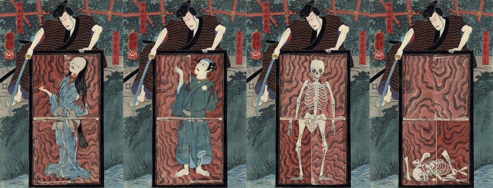 Holzblockdruck: Der Schauspieler Ichikawa Danjūrō VIII als Iemon schaut auf die Türplatte, viermal nebeneinander. Das Trickbild zeigt einen einzelnen Druck mit den Klappen in vier verschiedenen Positionen: O-Iwa, den Diener, ein Skeltett, ein Haufen von Skelett-Knochen auf der Türplatte.