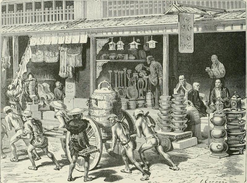 Vor einem Laden, der Gegenstände aus Bronze verkauft. Auf einem Karren wird gerade eine Glocke gebracht. Die Arbeiter tragen nur Hüte und einen Lendenschutz.